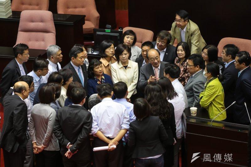 20170407-民進黨總召柯建銘7日一早便於議場內召開黨團大會。(顏麟宇攝)