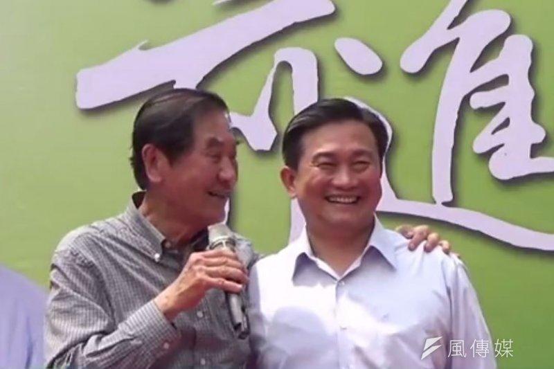 民進黨立委王定宇9日在前台南縣長陳唐山的陪同下,宣布選台南市長。(取自王定宇臉書)
