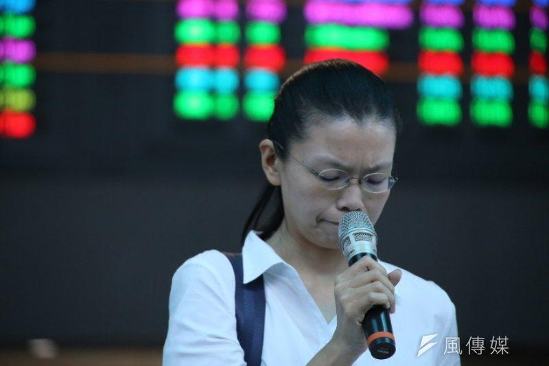李净瑜10日赴北京不成,於機場召開記者會。(石秀娟攝)