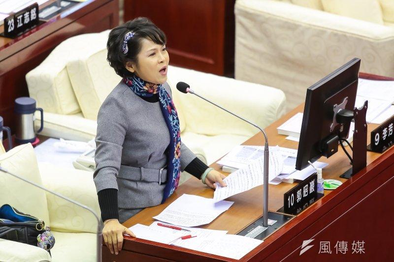 201704012-台北市議員郭昭巖12日於市議會質詢。(顏麟宇攝)