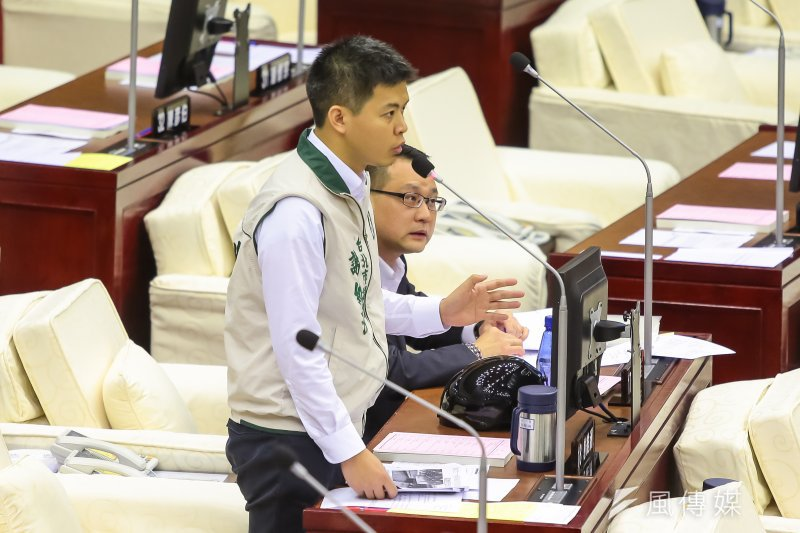 201704012-台北市議員謝維洲12日於市議會質詢。(顏麟宇攝)