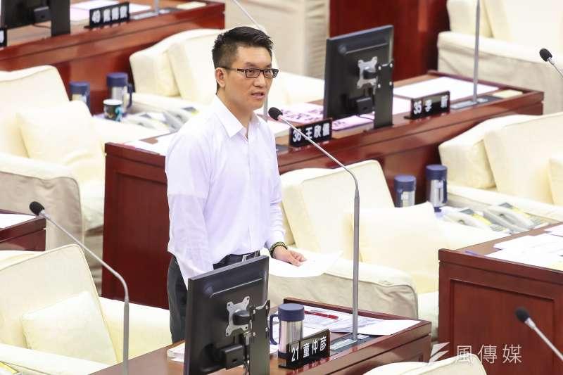 201704012-台北市議員童仲彥12日於市議會質詢。(顏麟宇攝)