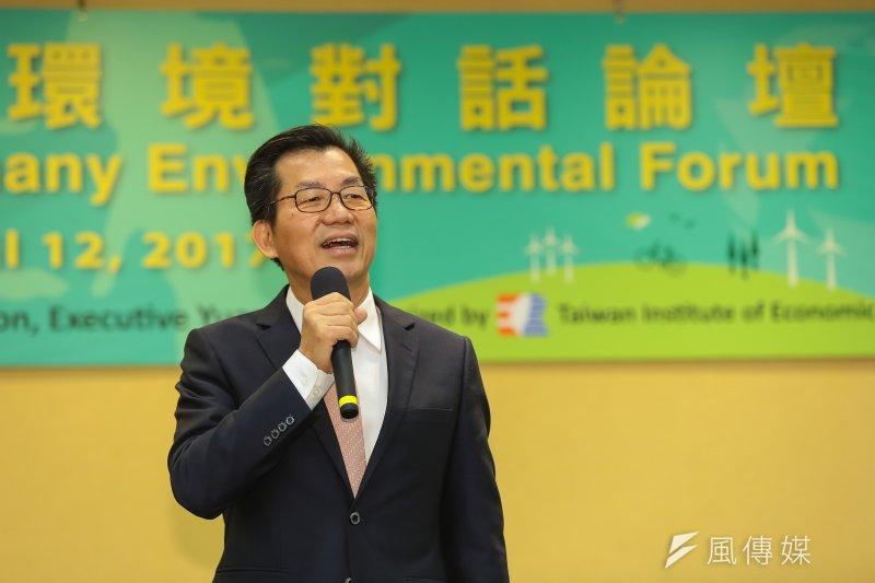 環保署官員表示,高雄市推動移動污染源減量,未來的確可以作為台積電高雄設廠,購買空污排放量的標的。圖中為環保署長李應元。(資料照,顏麟宇攝)