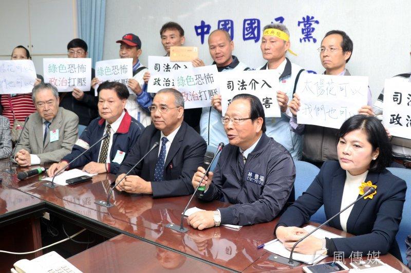 台灣警消聯盟上午前往立法院,向國民黨立院黨團陳情,不滿遭移送,並舉行記者會說明329陳抗活動始末。(蘇仲泓攝)
