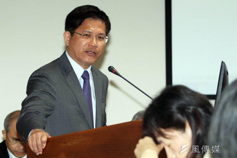 林佳龍17日出席前瞻基礎建設公聽會,表示雙北已投入1兆2000億的軌道建設經費,「卡好命」,他要代表中部幾個縣市首長發言。(蘇仲泓攝)