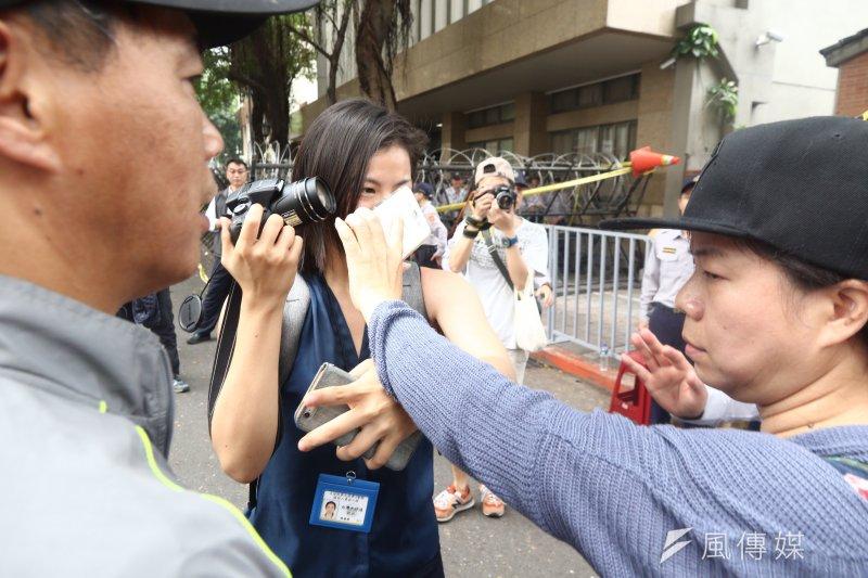 20170419- 反年金改革團體 阻擋記者拍攝 雙方互相挑釁(曾原信攝)