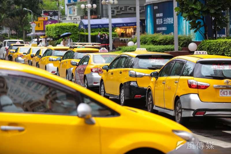 從2月1日至10日實施「計程車春節加成運價」,北北基同步實施,每趟依原有費率計算再加收20元。(資料照片,顏麟宇攝)