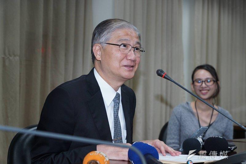 台灣大學臨時校務會議,校長楊泮池受訪。(盧逸峰攝)