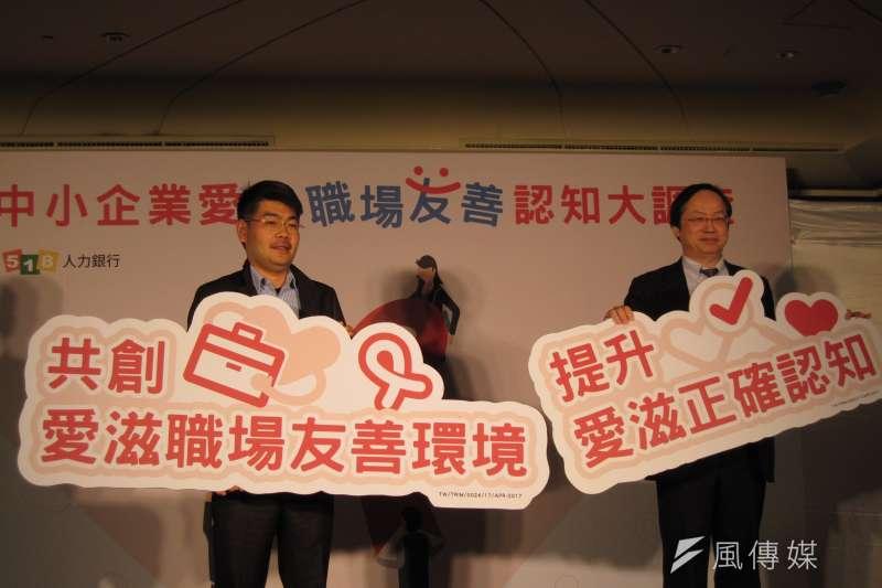 20170424-露德協會秘書長徐森杰(左)及台灣愛滋病學會理事長林錫勳,今天共同揭開國內首度企業主對愛滋感染者任用意願調的結果,證明感染者自覺被歧視,並非捕風捉影。(黃天如攝)