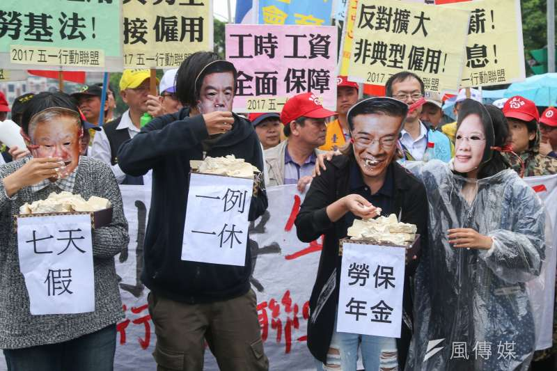 五一勞工「反剝削、要保障」大遊行行前記者會,勞工團體演出行動劇。(陳明仁攝)