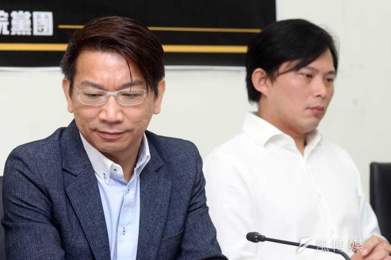 20170425-時代力量 記者會 時代力量立委徐永明(左)與黃國昌(右)。(蘇仲泓攝)