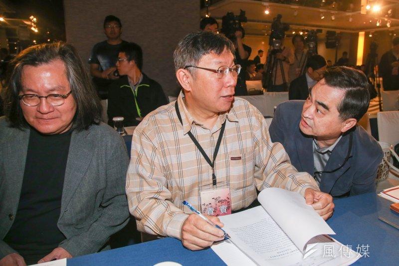 台北市長柯文哲(中)認為,遠雄20011年拿到建照「覺得怪怪的」,但遠雄法律上還是合法。柯文哲說,遠雄問題是得寸進尺,拿到建照還不按圖施工,「被停工不能怪我」。(資料照,陳明仁攝)