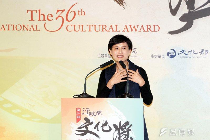 20170427-文化部長鄭麗君下午出席「第36屆行政院文化獎頒獎典禮」,並登台致詞。(蘇仲泓攝)