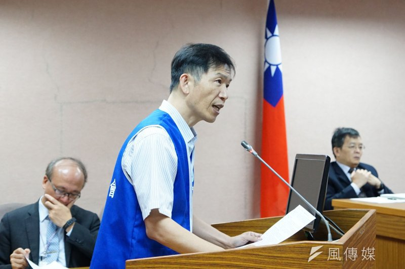 全國高級中等學校教育產業工會理事長白宏彬,在會上砲火猛烈,猛批政府未堅守誠信原則,比中國大陸的農婦還不如,讓他不知道以後要如何教導學生。(盧逸峰攝)