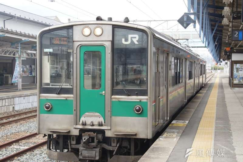 等了六年,終於再度有火車開往浪江町,駛過的每一個災後重生的車站,都串聯起了東北人的希望。(盧逸峰攝)