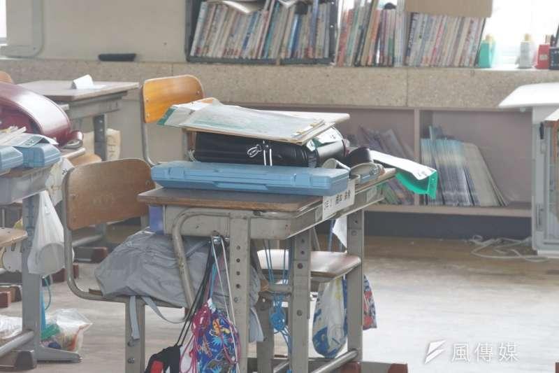 書包、樂器、課本依然安放在教室裡。(盧逸峰攝)