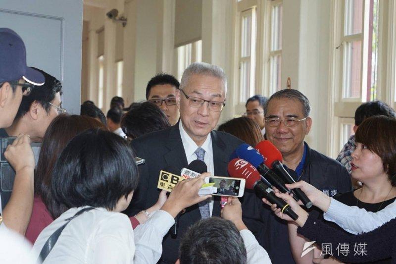 吳敦義4日上午赴立法院,於黨團大會為黨籍立委加油打氣,稱讚35席都是非常有戰鬥力和堅持力的立委。(盧逸峰攝)