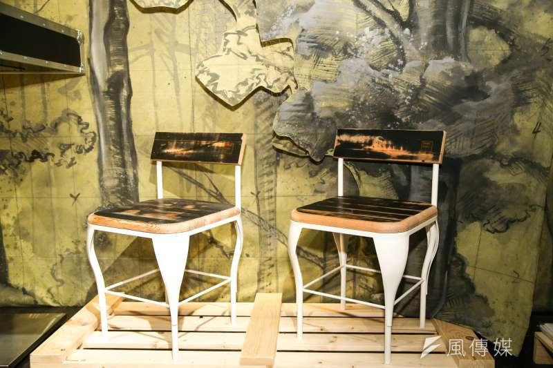 20170504兩廳院國家戲劇院「戲台咖」專訪.來自舞台元素再造.來自舞台地板客製化造型桌椅凳(陳明仁攝)