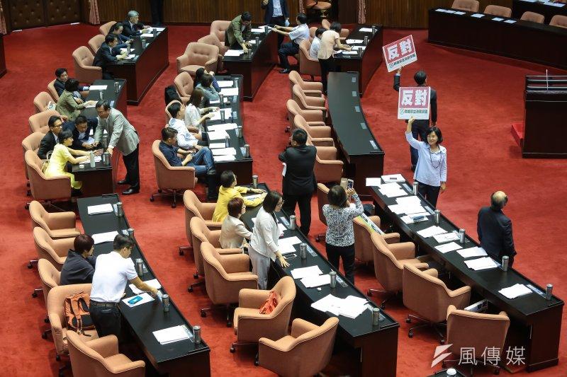立法院國民兩黨5日繼續進行表決大戰。(顏麟宇攝)