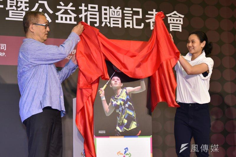 台北悠遊卡公司今(6)日發行戴資穎世界球后悠遊卡,分享球后的榮耀與喜悅。(台北市政府提供)