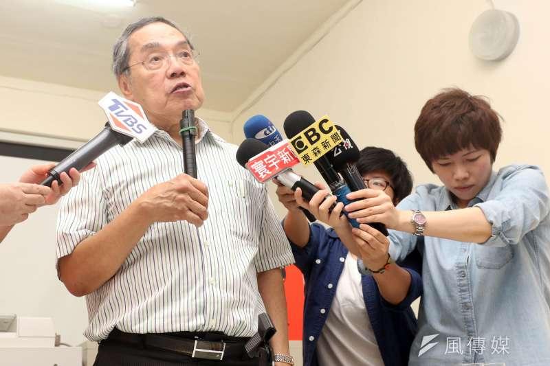 對韓國瑜曾喊「不准統獨遊行」爭議言論,政大教授陳芳明(左)說,「好可怕的市長候選人,只要他當選,高雄立即淪陷」。(資料照,蘇仲泓攝)