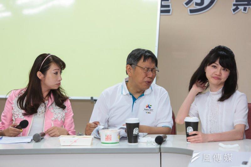 台北市長柯文哲10日至市議會民進黨團,報告容積代金政策修正案。(顏麟宇攝)