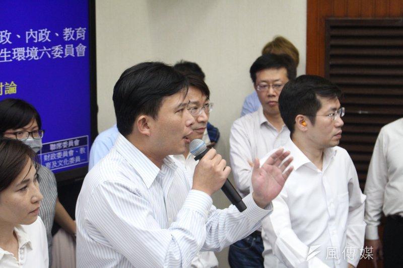 2017-05-11-立法院下午審查前瞻條例-黃國昌要求藍委讓他發言-方炳超攝