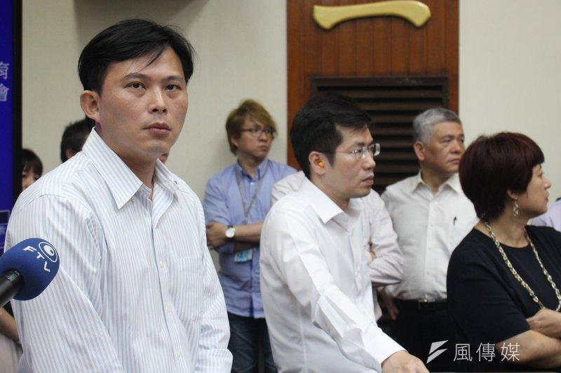 2017-05-11-立法院下午審查前瞻條例-逐條發言被打斷,黃國昌無奈-方炳超攝