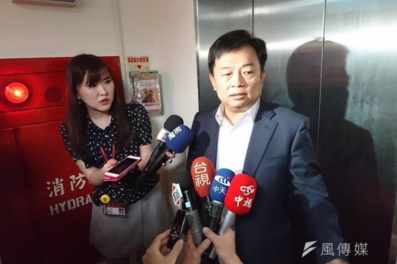 立法院11日審查《前瞻條例》遭藍委激烈杯葛,行政院副院長林錫耀也親赴立院與綠黨團溝通。(林瑋豐攝)