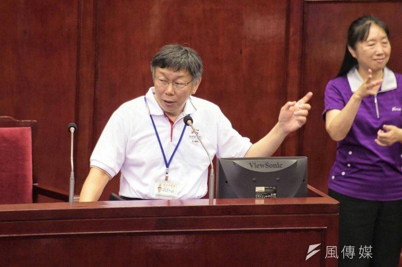 柯文哲15日於台北市議會備詢,針對世大運是否會帶頭搖國旗為選手加油,柯並未正面回應,僅表示「中國大陸的問題讓我焦頭爛額」。(北市府提供)