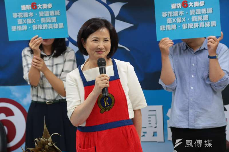 20170516-國民黨主席候選人吳敦義夫人蔡令怡16日於吳辦現場親自包粽子,祈求吳敦義高票當選。(顏麟宇攝)