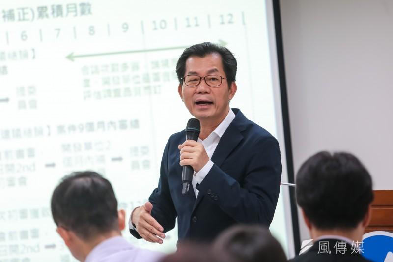 環保署長李應元17日召開「環保署建構明確、有效率之環評制度」記者會。(顏麟宇攝)