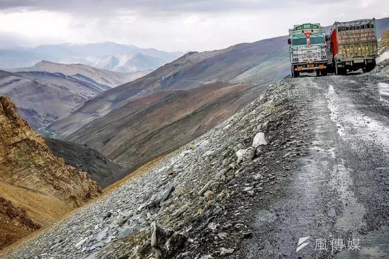 《Brightside》羅列了全球14條最危險的道路,這些美景著實令人屏息。(圖/遠見雜誌)