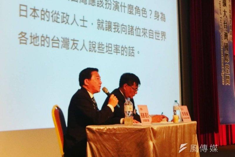 對於台灣如何在中國壓力下建立國際地位,日本眾議院議員長島昭久(左)21日表示,台灣與日本皆位於第一島鏈,共同承受來自中國的壓力,應該要將對方視為「命運共同體」。(陳俐穎攝)