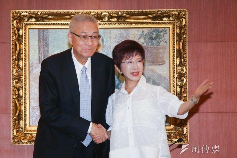 國民黨主席當選人吳敦義(左)批評,由舊任黨主席來提名中央委員「不適格」,一定會被人指責是非法選舉,那將難以收拾。(資料照,陳明仁攝)
