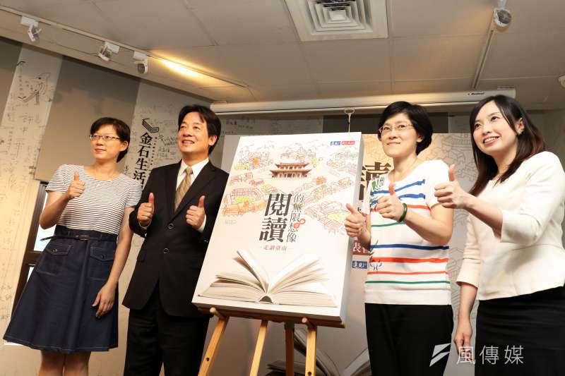 20170523-台南市長賴清德(左二)下午在台北出席「閱讀專書新書發表會」活動,並於會中和與會來賓共同揭書。(蘇仲泓攝)