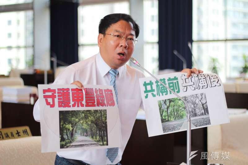 民進黨議員謝志忠強調,路可以移,但森林跟生態可以移動嗎?(圖/諸葛志一攝)