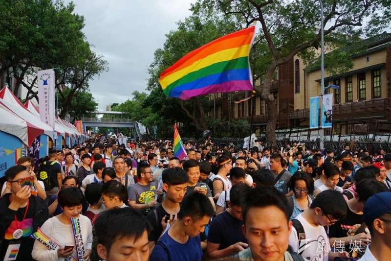 2017-05-24-婚姻平權法案大法官釋憲結果出爐,青島東路挺同團體歡欣鼓舞05-盧逸峰攝