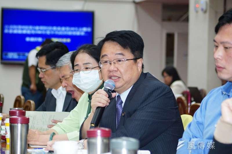 民進黨立委吳秉叡認為所得扣除額應達20萬。(資料照片,盧逸峰攝)