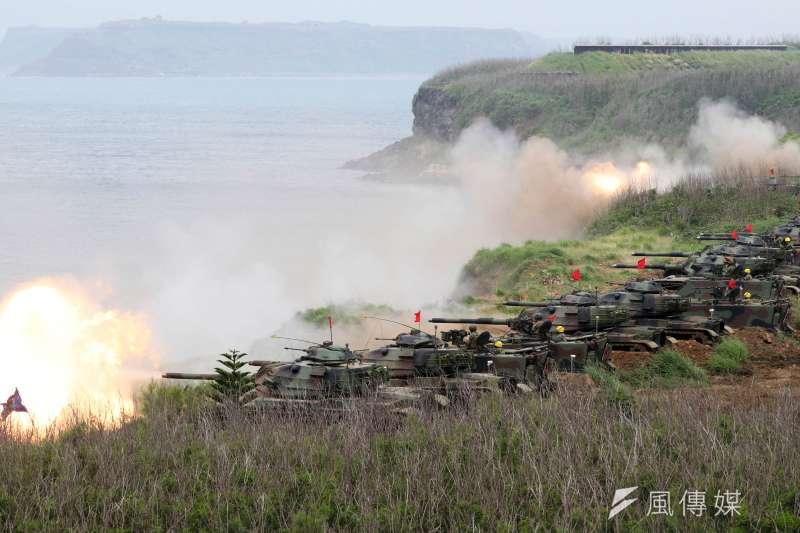 2016年國防報告書,也是國軍首度證實,將從「灘岸決勝」戰術概念,轉變為「戰力防護、濱海決勝、灘岸殲敵」。(蘇仲泓攝)