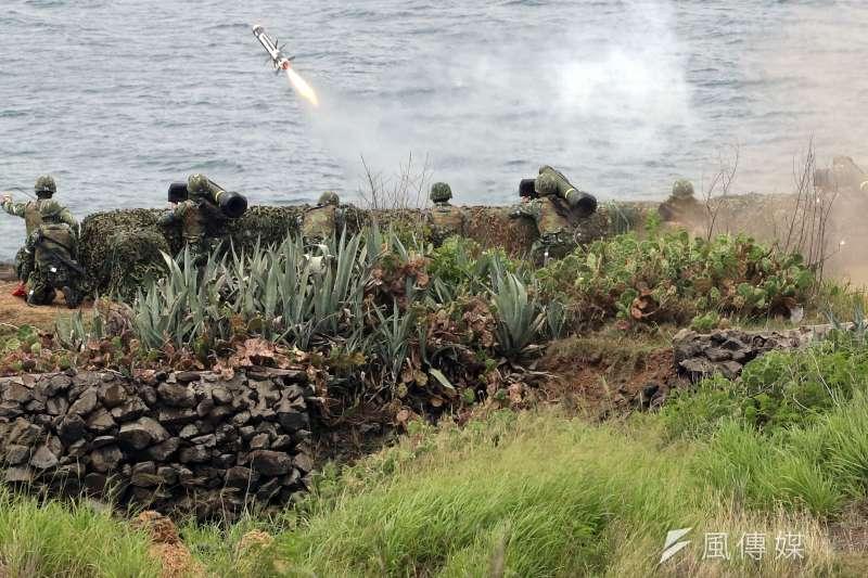 知情官員表示,新一代國造「紅隼」火箭彈今年有望對外公開,未來「紅隼Ⅲ型」穿甲力不見得會輸給美製「標槍」(見圖)和「拖式2B型」飛彈。 (資料照,蘇仲泓攝)