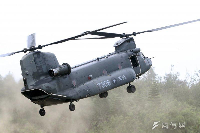 2017年5月25日,台灣陸軍CH-47直升機搭載特戰官兵,上午在澎湖參與漢光33號演習實兵演練。(蘇仲泓攝)