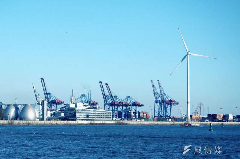 經濟部將透過遴選機制,逐步讓離岸風場達到7成國產化的目標,帶動發電機、齒輪、變壓器等產業發展。(資料照,尹俞歡攝)