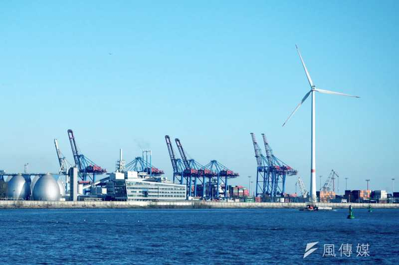 筆者認為,台灣要推動產業創新與轉型,「離岸風電」是一個絕佳選項,如果有正確的策略支持,將是英全政府在2025年以前最有政績的產業政策之一。圖為德國離岸風電。(資料照,尹俞歡攝)