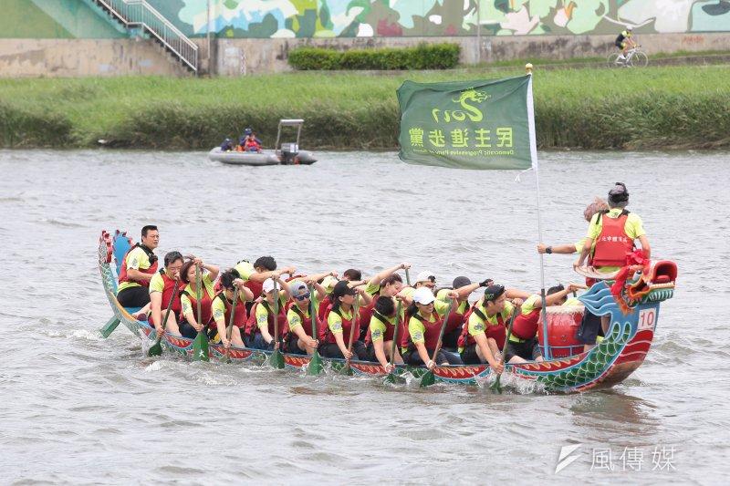 20170528-民進黨龍舟隊28日參加「2017臺北市國際龍舟錦標賽」。(顏麟宇攝)