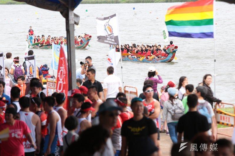 20170528-台北市28日舉辦「2017臺北市國際龍舟錦標賽」,會場飄揚著彩虹旗。(顏麟宇攝)