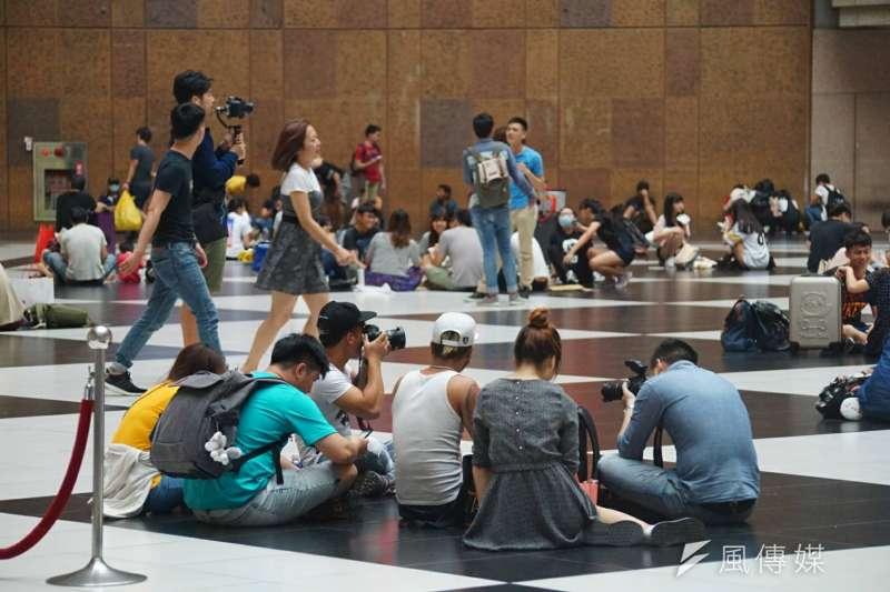 2017-05-30-端午連假即將結束,台北車站出現收假人潮04-台北車站大廳-北車大廳-盧逸峰攝