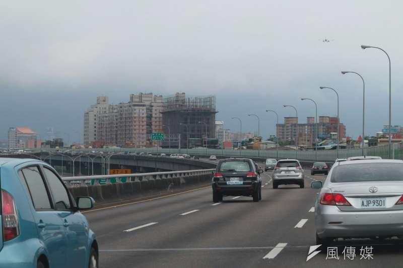 根據交通部高公局統計,5月下旬開始國道交通量約減少3成至5成。示意圖。(資料照,顏麟宇攝)