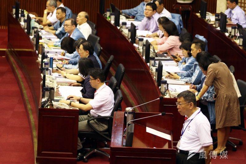 20170601-台北市議會下午舉行市政總質詢。圖為市長柯文哲被詢。(蘇仲泓攝)