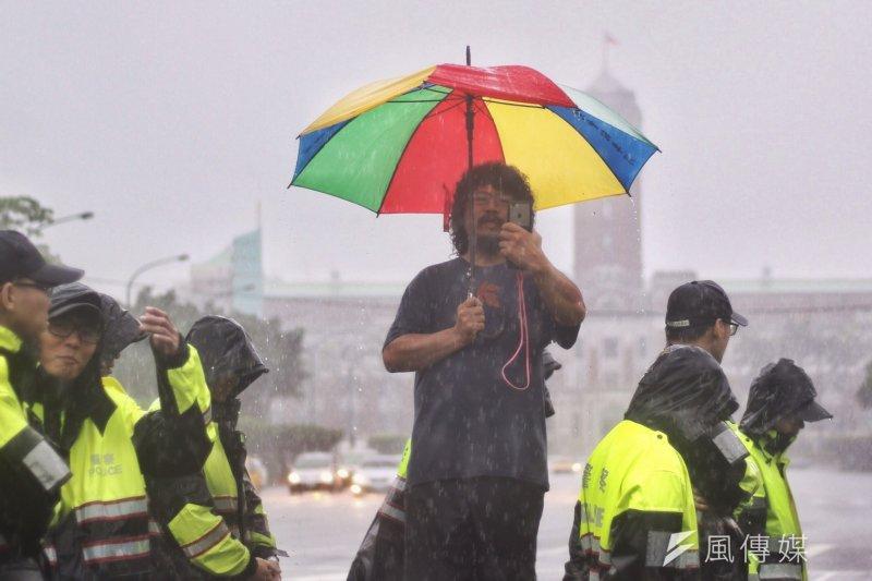 抗議發起者、阿美族紀錄片導演馬耀・比吼表示,《傳統領域劃設辦法》錯了修改就好,不然就是等下一個政府,針對蔡政府對原住民的不正義,進行轉型正義。(曾原信攝)